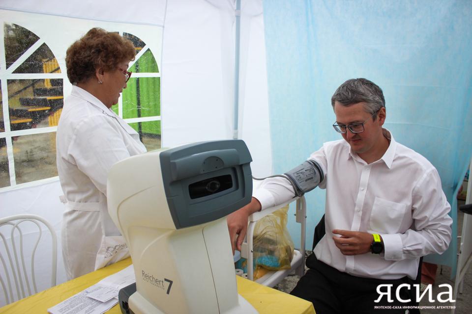 Владимир Солодов прошел обследование в передвижном медпункте