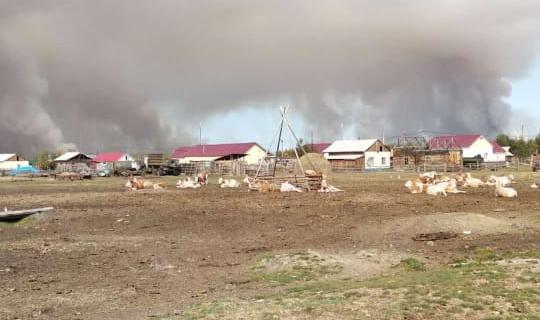 В село Эбях направят дополнительные силы для борьбы с лесным пожаром