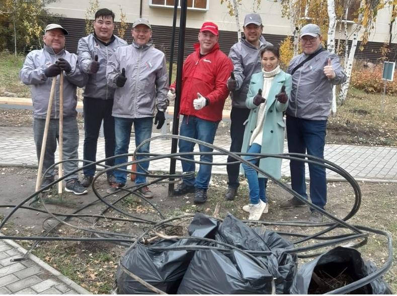 Активисты ОНФ провели субботник в сквере Тружеников тыла в Якутске