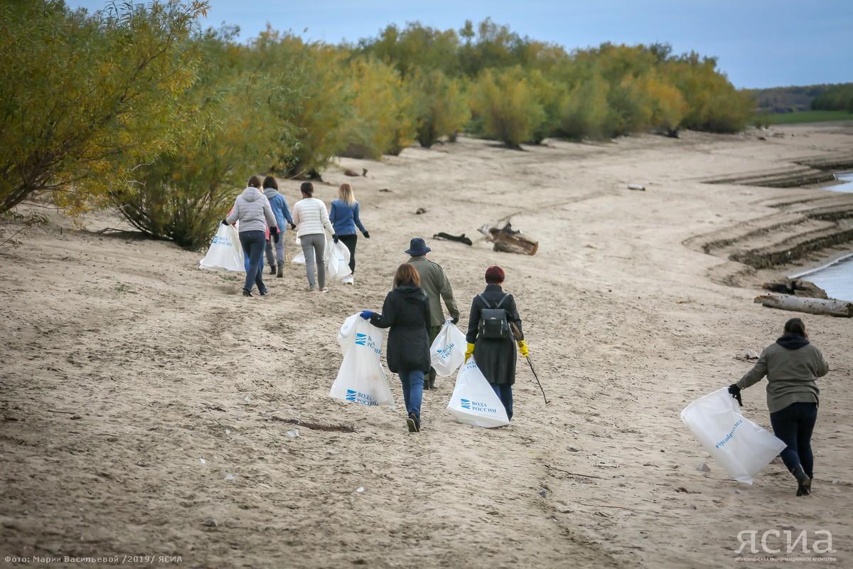 Участники акции «Чистые берега» навели порядок на острове Малый Хатыстах в Якутске
