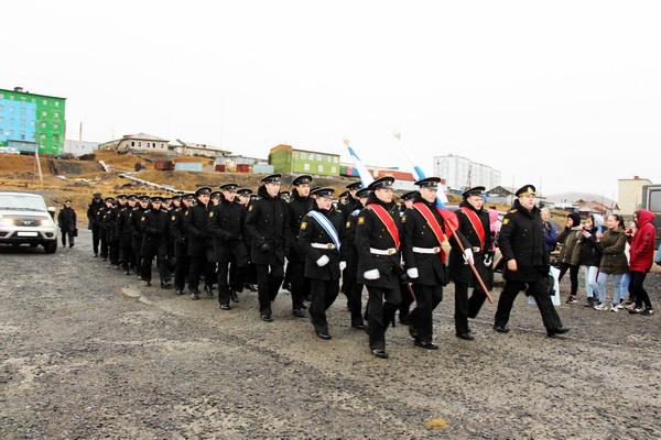 """На рейде в бухте Тикси. Жители поселка принимали курсантов и экипаж учебного корабля """"Перекоп"""""""