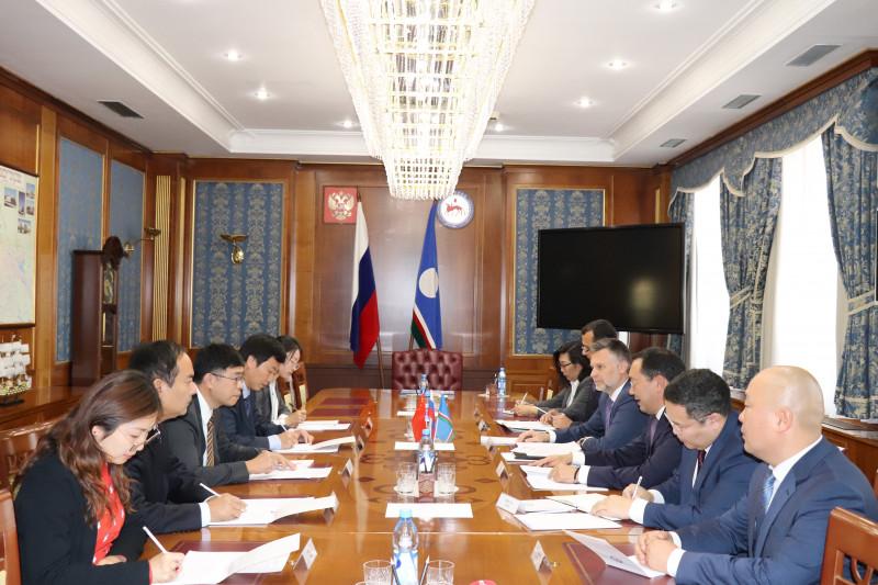 Айсен Николаев провел рабочую встречу с Генконсулом Китайской Народной Республики в Хабаровске