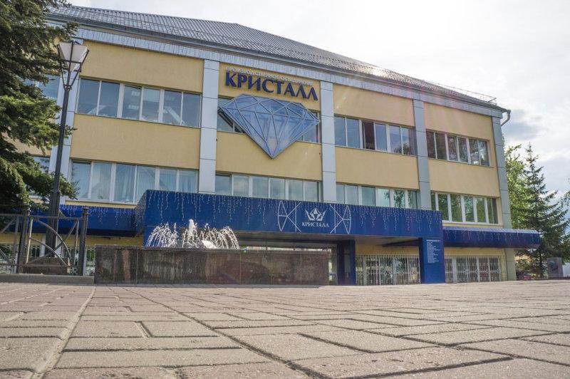 """АЛРОСА купит """"Кристалл"""". Дмитрий Медведев подписал распоряжение о продаже завода"""