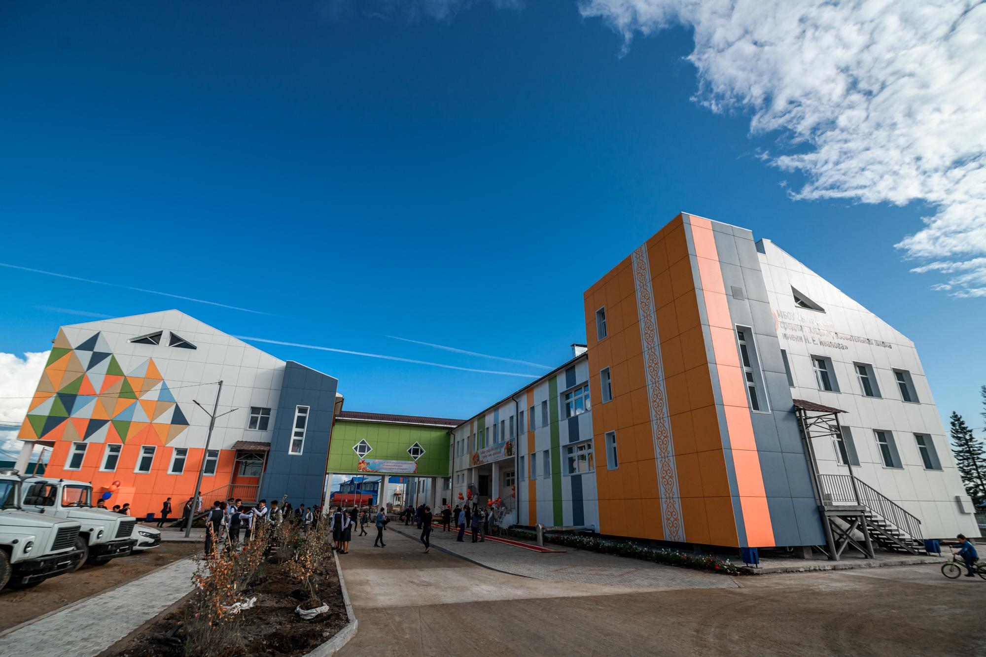 В селе Бетюнцы Амгинского улуса открыли новую школу на 220 мест