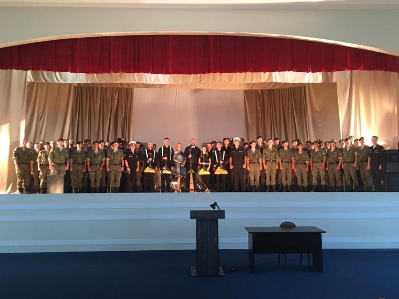 Якутский ансамбль балалаечников «БалАнс» выступил перед морскими пехотинцами Владивостока