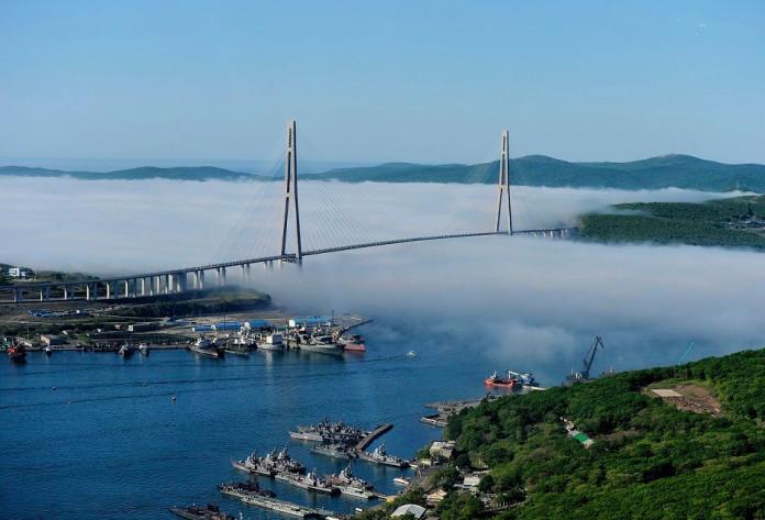 http://ysia.ru/wp-content/uploads/2019/09/ostrov-Russkij-696x473.jpg