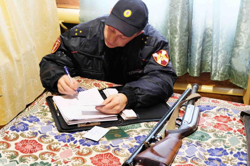 (ФОТО) Росгвардейцы изъяли 23 единицы оружия в Кобяйском районе Якутии