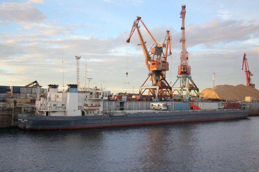 """В Якутии разрешили ситуацию с теплоходом """"Магдебург"""", севшим на мель возле Среднеколымска"""