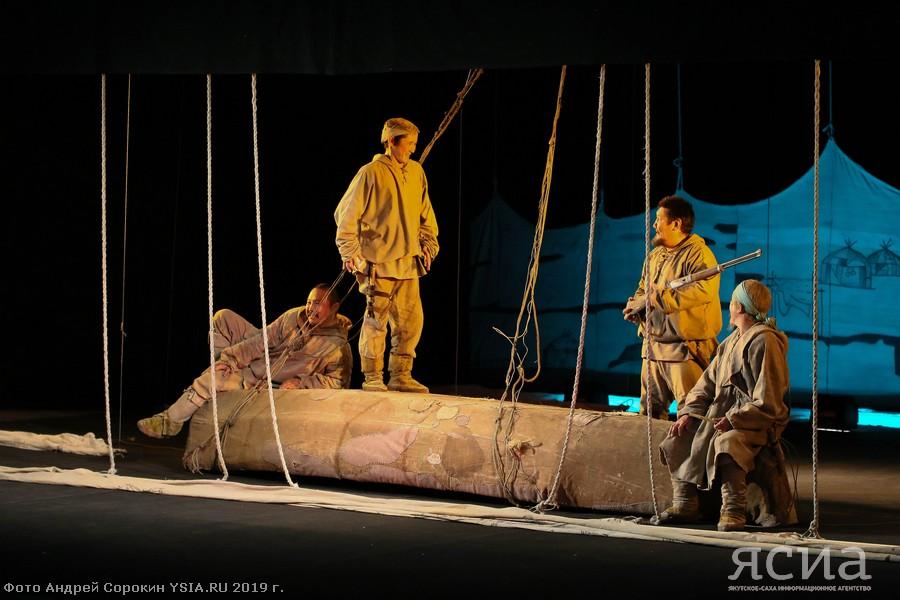 Саха театр им. Ойунского открыл 114-й театральный сезон спектаклем «Желанный голубой берег мой...»