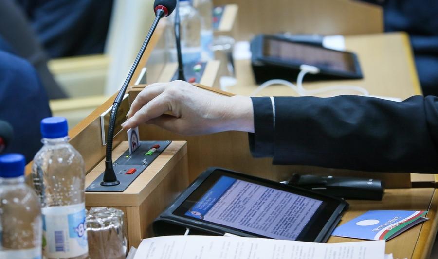 Два депутата Госсобрания (Ил Тумэн) досрочно сложат полномочия