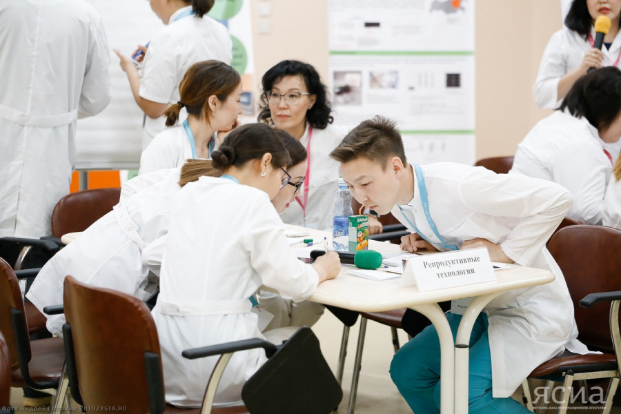 Дорогу молодым ученым. В правительстве обсудили Концепцию сохранения и развития научных школ Якутии