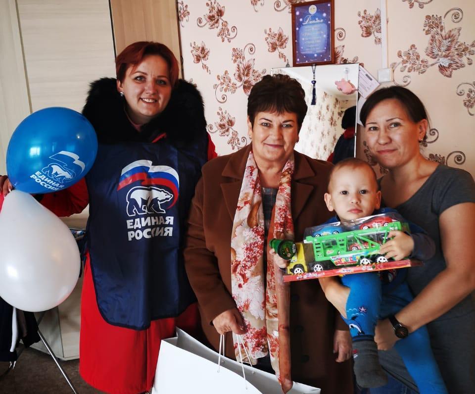 «Добрые сердца» поздравили томпонских женщин с Днем матери