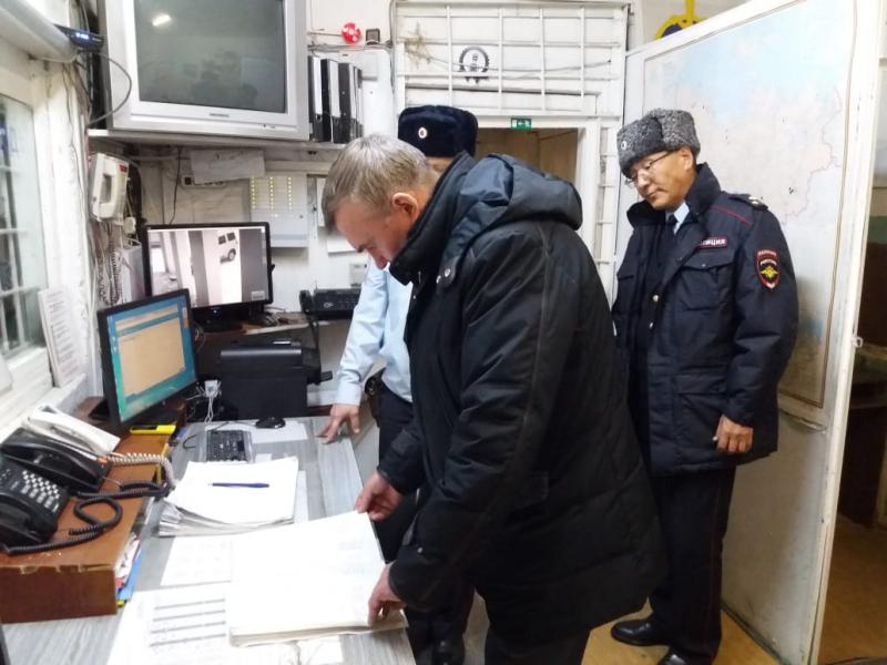 Министр МВД по Якутии проинспектировал отделение полиции по Нижнеколымскому району