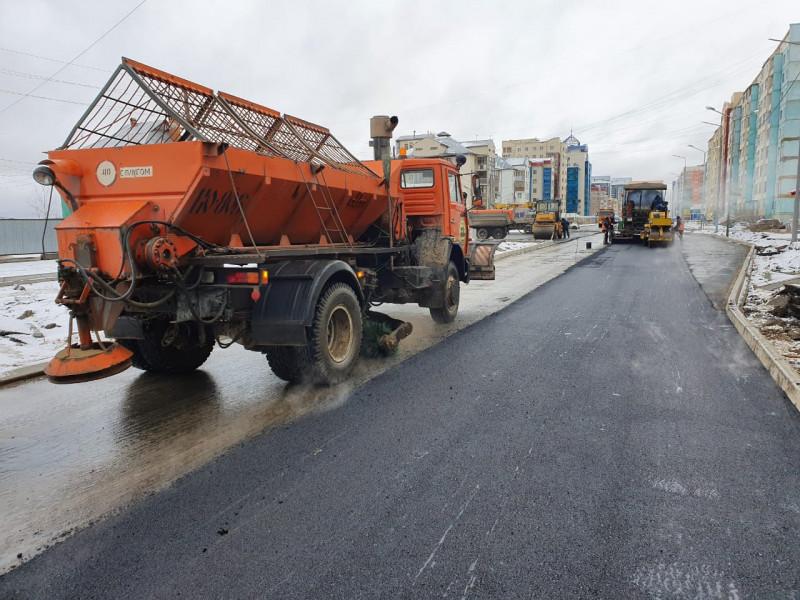 В Якутске завершают асфальтирование дорог на этот год