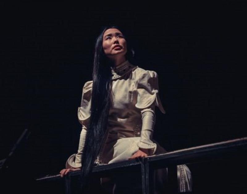 Спектакль Театра Олонхо «Воительница-Джырыбына» в Санкт-Петербурге зрители сопровождали овациями
