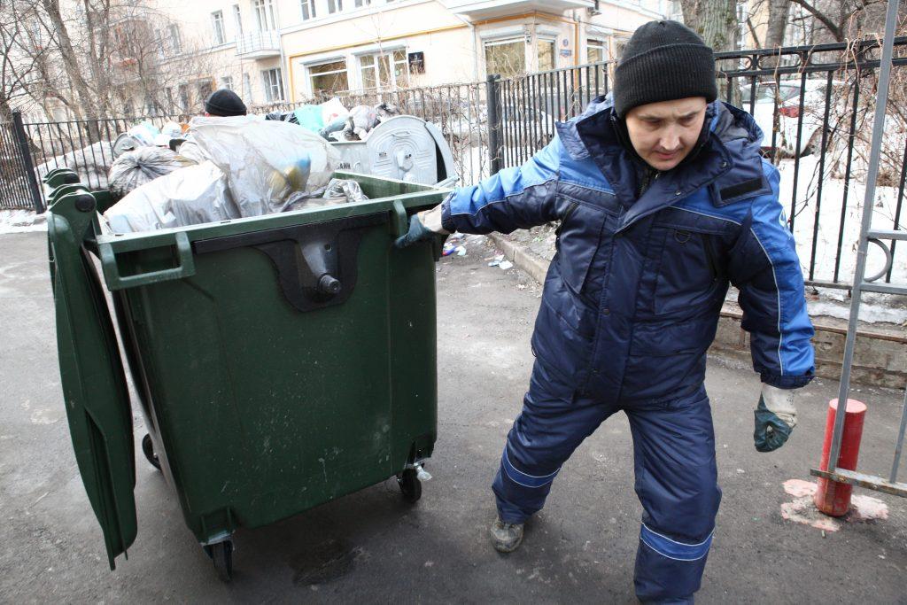 Дмитрий Садовников: В Якутии собираемость платежей за вывоз мусора в среднем составляет 58%