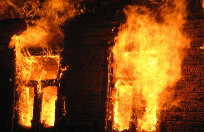 Следователи устанавливают обстоятельства гибели мужчины, тело которого обнаружено при пожаре