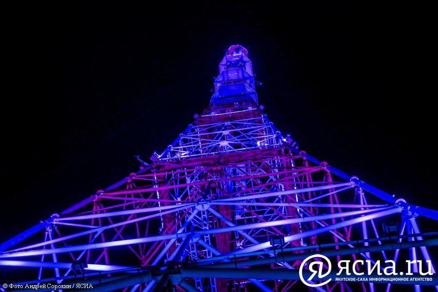 Якутскую телебашню подсветили розовым и синим в честь Дня матери