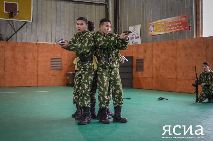 Школа мужества. Бойцы спецназа провели соревнования для учащихся Якутска