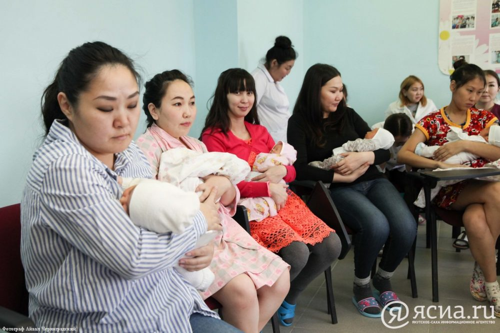 В Якутии число детей, родившихся у 17-летних и моложе матерей, уменьшается