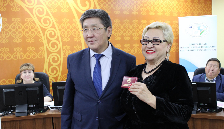 Марина Силкина и Валентин Семерков наделены полномочиями народных депутатов Якутии