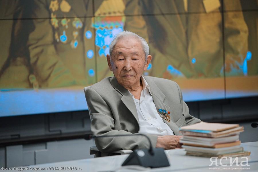 Аксакала якутской журналистики Дмитрия Кустурова поздравили с 90-летием