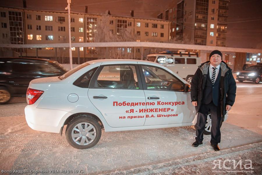 Вдохновился зомби-фильмом. Лучший инженер Дальнего Востока получил автомобиль за свое изобретение