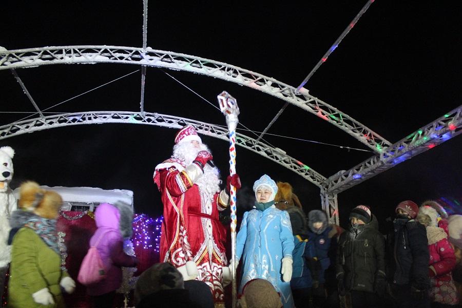В Среднеколымске зажглась новогодняя ёлка