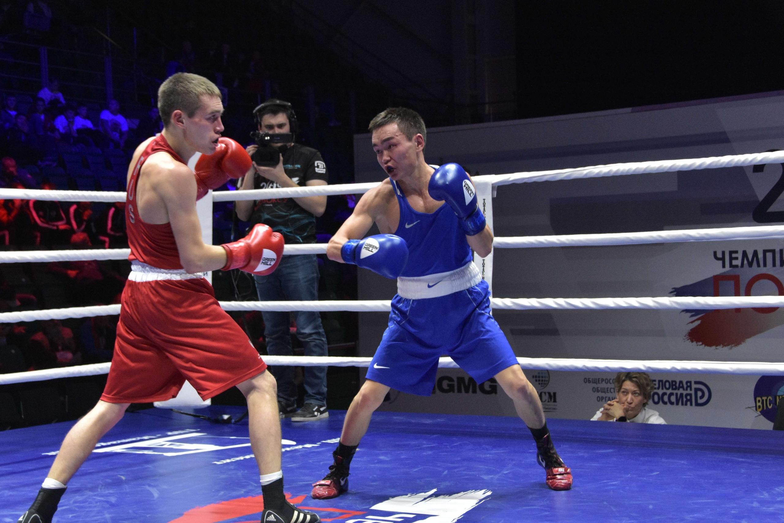 Василий Егоров сразится за выход в финал с призером чемпионата России в Якутске