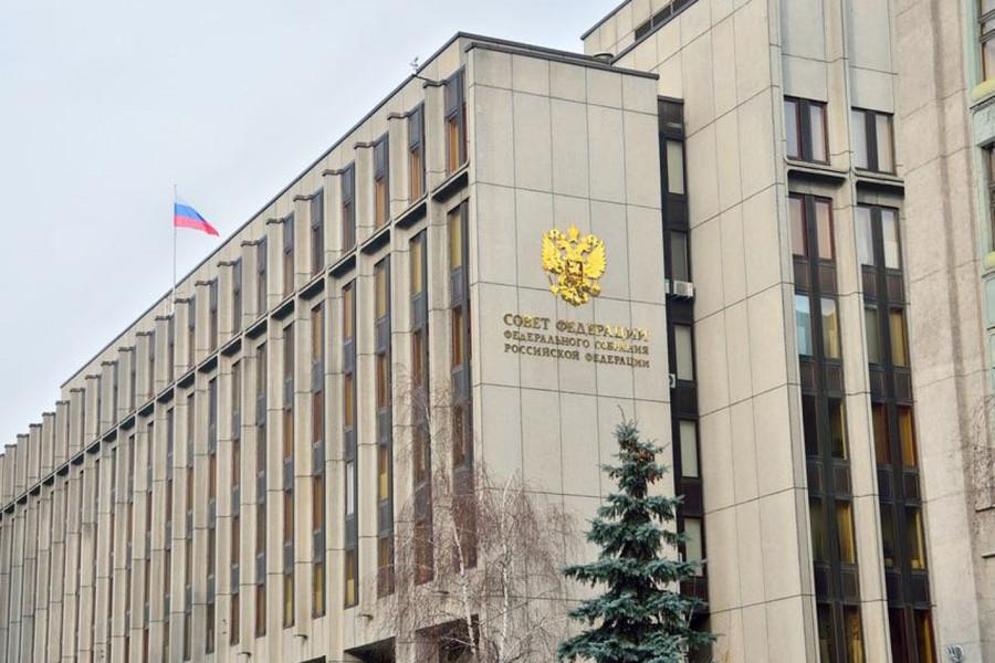 СФ одобрил закон о бессрочном праве детей-сирот на обучение в вузах за счет бюджета