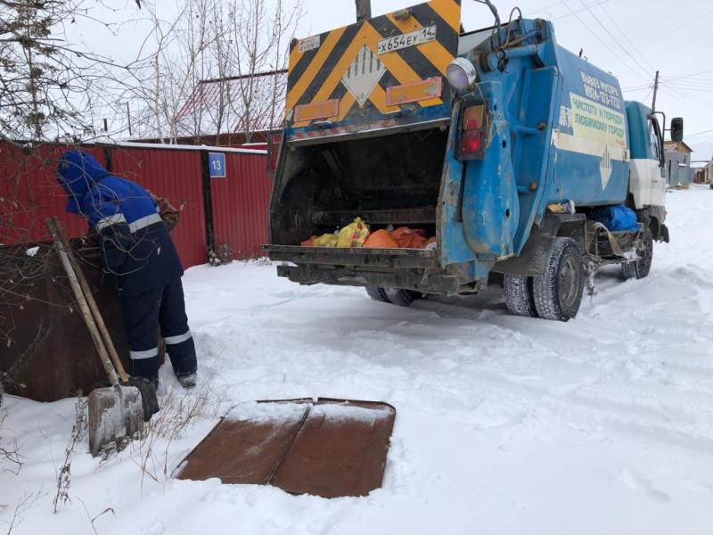 В Якутске начали реализовывать пилотный проект мешкового вывоза мусора