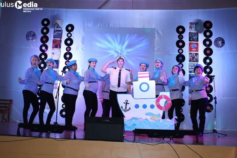 В Усть-Мае День народного единства отметили песенным конкурсом «Ретро-шлягер»