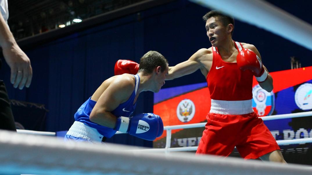 Якутский боксер Михаил Варламов выиграл второй бой на чемпионате России