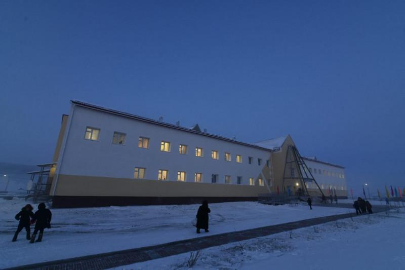 Есть школа – есть будущее у наслега. Выпускник Кюсюрской школы разделяет радость земляков