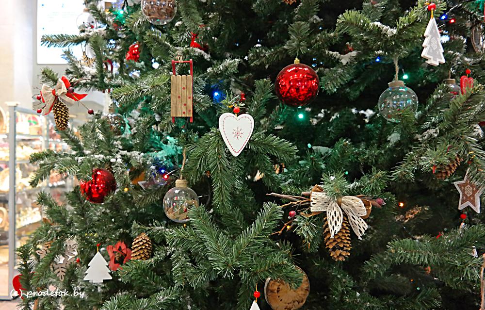 Минпред Якутии объявил фотоконкурс на самую лучшую елку республики
