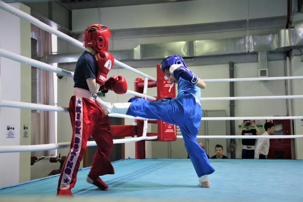 Около ста юных кикбоксеров вышли на ринг первого турнира памяти Иннокентия Макарова