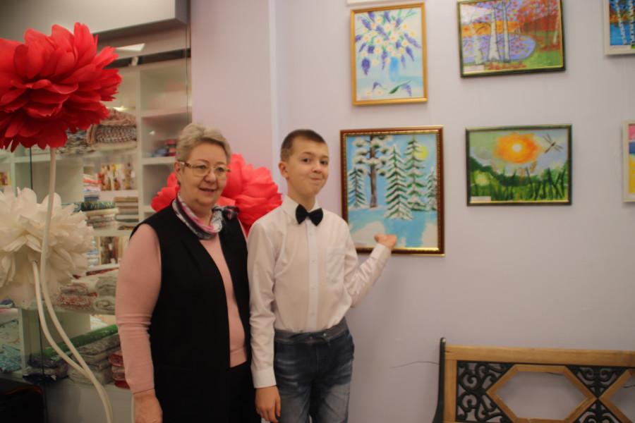 Жизнь в красках. В Якутске открылась выставка юных художников с аутизмом