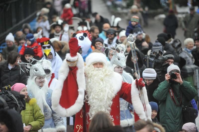 ВЦИОМ: Россияне хотели бы попросить у Деда Мороза в подарок здоровья, денег и счастья