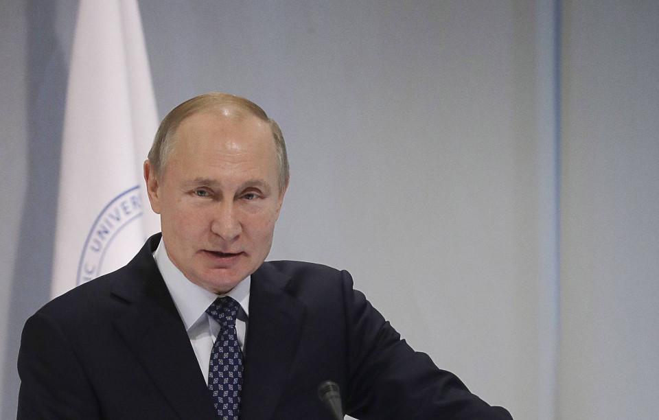 Путин заявил, что неотложная задача всех регионов — это повышенная готовность медучреждений