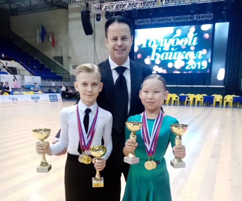 Танцоры из Мирного отстояли честь республики на международном турнире «Голубой Байкал»