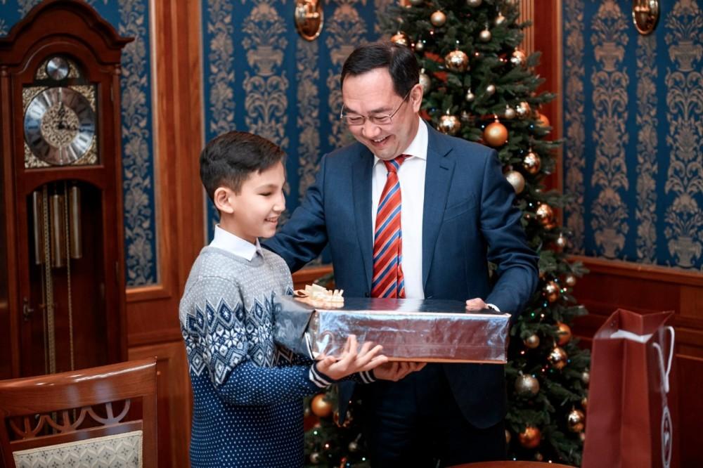 Под Новый год все всегда сбывается. Глава Якутии исполнил желания четырех мальчишек