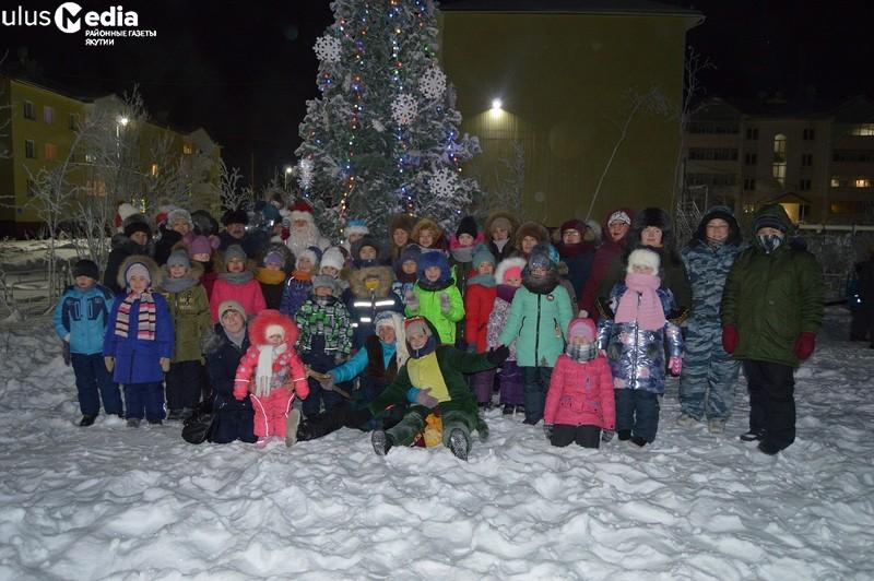 В арктическом поселке Якутии зажгли новогоднюю елку