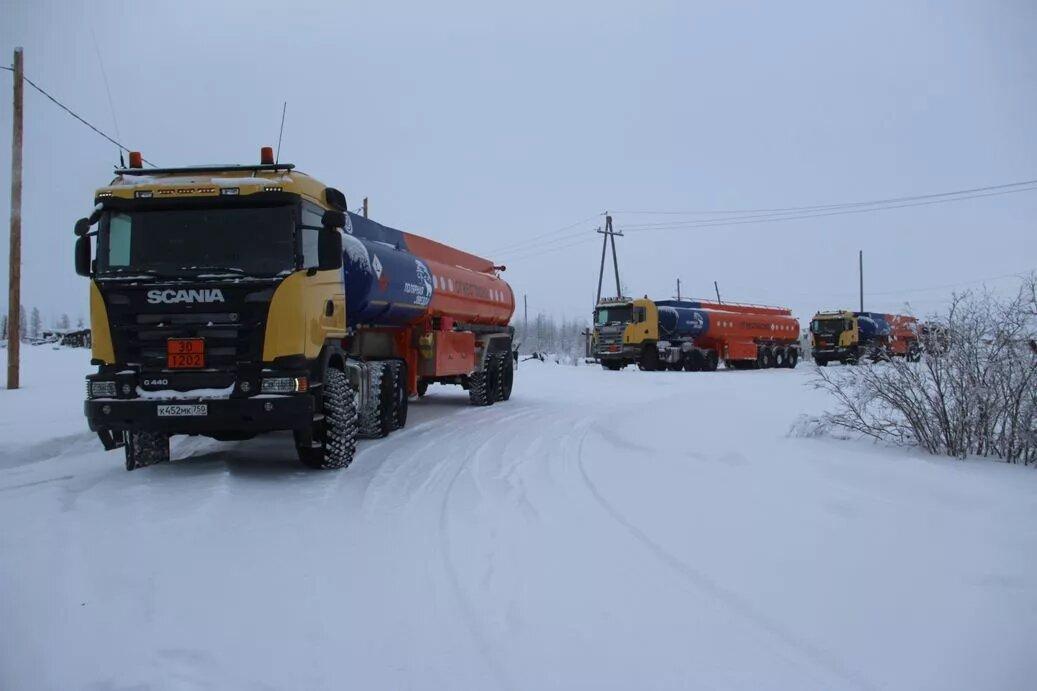 «Саханефтегазсбыт» начал перевозку жизнеобеспечивающих грузов автотранспортом