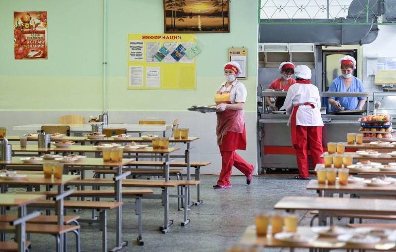 Средства на обеды для младших школьников обеспечат из трех источников