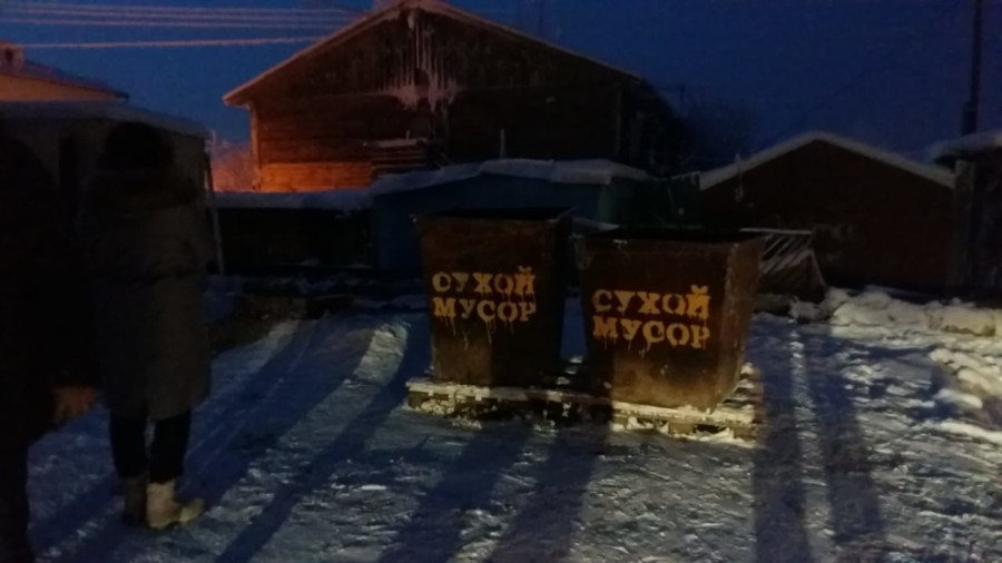 Жидкие - налево, твердые - направо. В Якутске апробируют раздельный сбор отходов