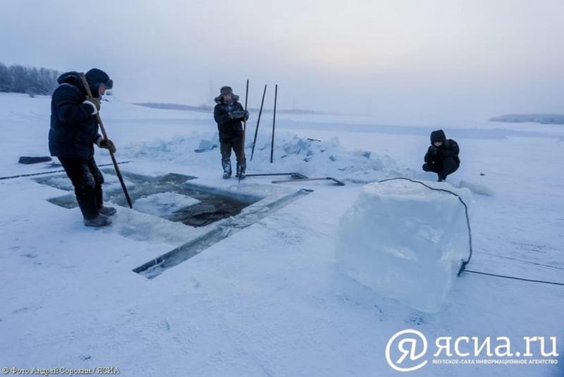 Специалисты Роспотребнадзора проверили качество воды в местах организации купелей в Якутске