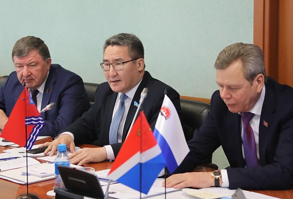 Якутия заручилась поддержкой парламентов Дальнего Востока и Забайкалья по вопросам недропользования