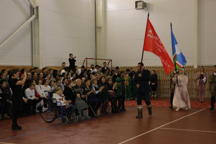 В Тикси торжественно встретили Знамя Победы