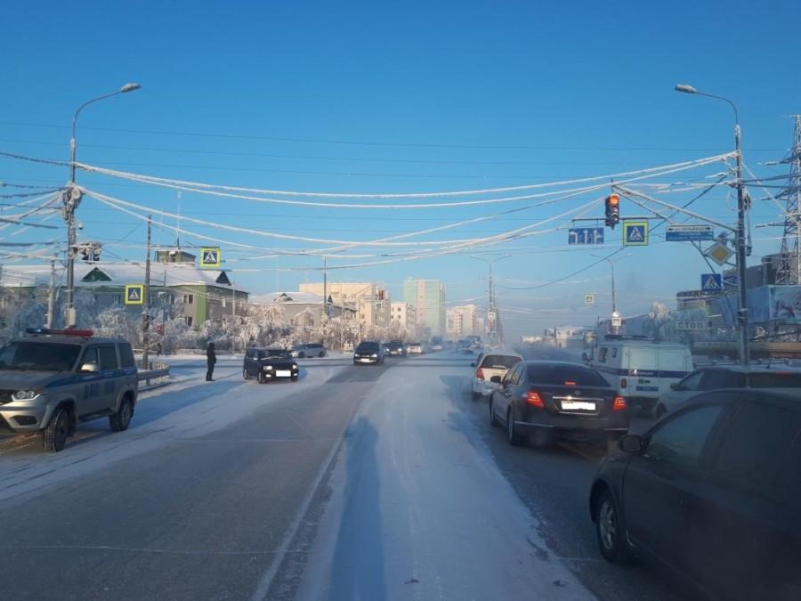В Якутске две женщины попали под колеса автомобилей