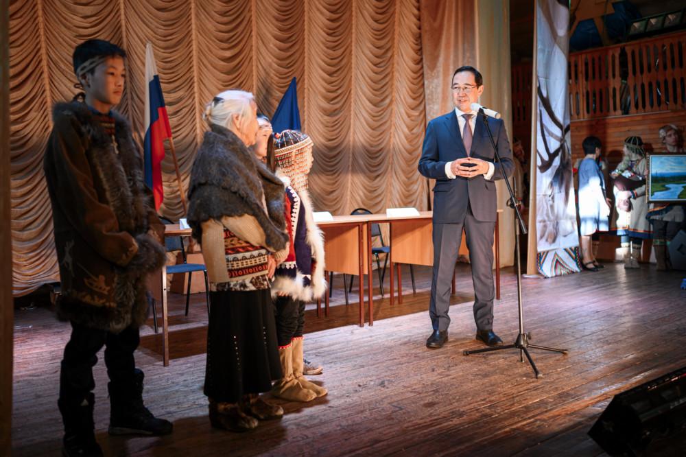 Айсен Николаев поздравил с юбилеем старейшину династии оленеводов села Иенгра